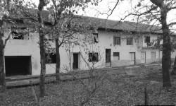 Trgovina i restoran - ruševni ostaci nekadašnjih funkcionalnih prostora