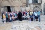 Poklonici ispred Hrama Vaskrsenja Hristovog